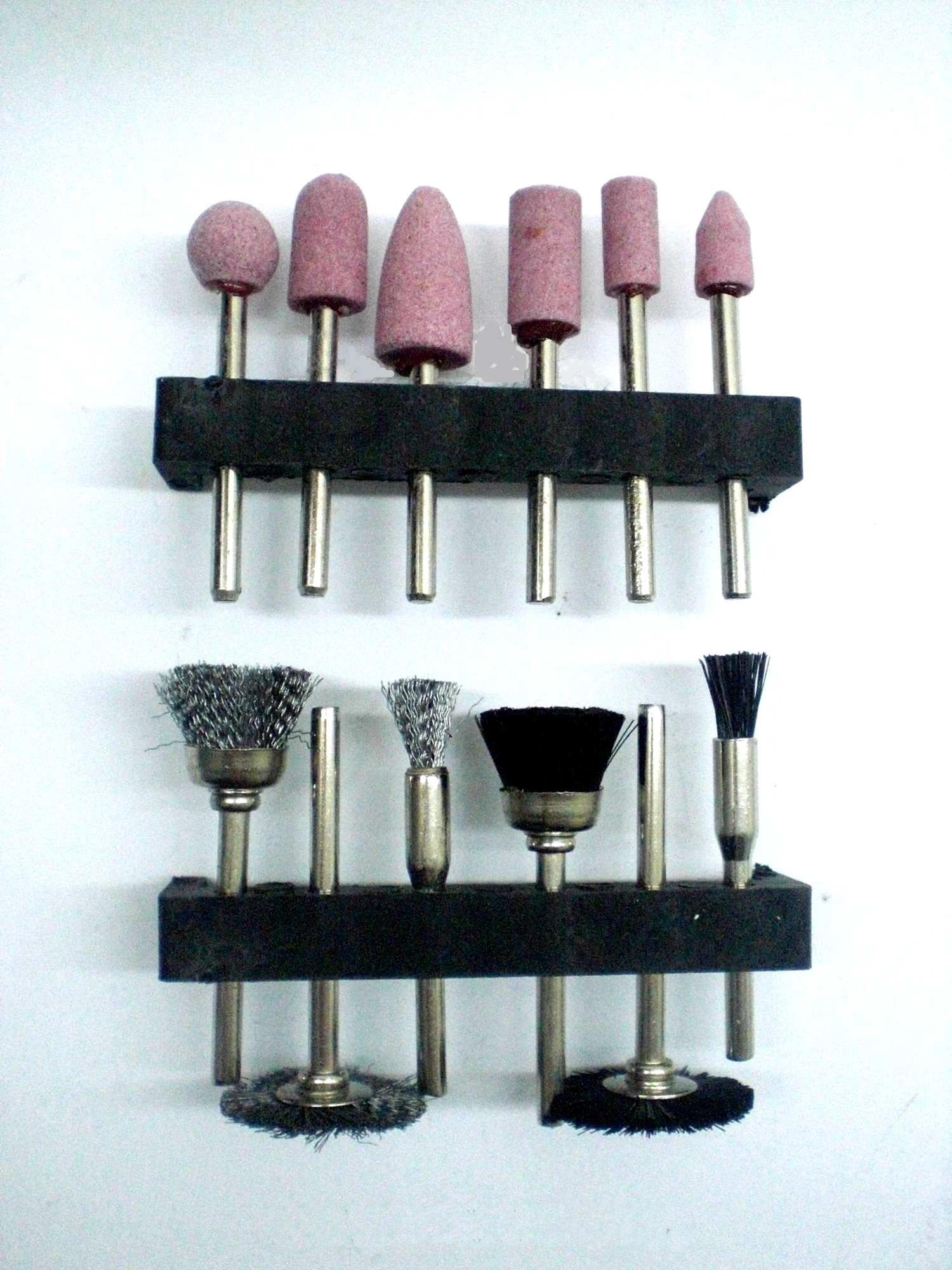 schleifsatz pour perceuse avec brosses m talliques. Black Bedroom Furniture Sets. Home Design Ideas